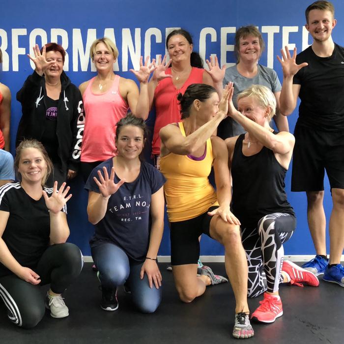 Bild på deltagarna på ett fredagsfys på sport performance center